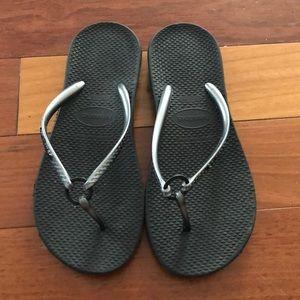 Black Havaianas flip flops 35-36 EUC